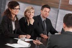 Εταιρική συνεδρίαση στο γραφείο Στοκ εικόνα με δικαίωμα ελεύθερης χρήσης