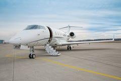 Εταιρικό ιδιωτικό αεριωθούμενο αεροπλάνο - αεροπλάνο Στοκ Εικόνες