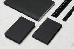 Εταιρικό μαρκάροντας πρότυπο χαρτικών με το κενό επαγγελματικών καρτών Στοκ φωτογραφία με δικαίωμα ελεύθερης χρήσης