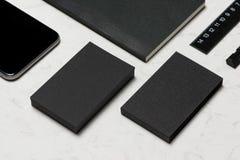 Εταιρικό μαρκάροντας πρότυπο χαρτικών με το κενό επαγγελματικών καρτών Στοκ Εικόνες