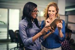 Εταιρικό 'brainstorming' συναδέλφων στην επιχείρηση στοκ εικόνες