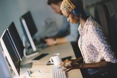 Εταιρικό 'brainstorming' συναδέλφων στην επιχείρηση στοκ εικόνες με δικαίωμα ελεύθερης χρήσης