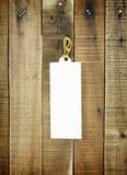 Ετικέτα ετικεττών στο ξύλινο υπόβαθρο Στοκ εικόνα με δικαίωμα ελεύθερης χρήσης