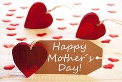 Ετικέτα με πολλούς κόκκινη καρδιά, ευτυχής ημέρα μητέρων κειμένων στοκ φωτογραφία