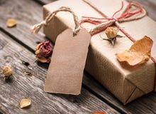 Ετικέττα δώρων και κιβώτιο δώρων Στοκ Εικόνες