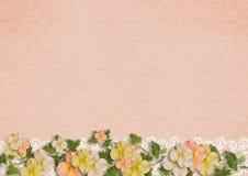 Ευγενές υπόβαθρο με τα λουλούδια και τη δαντέλλα Στοκ Εικόνες