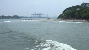 Ευγενή ωκεάνια κύματα στην ινδική παραλία, Κεράλα απόθεμα βίντεο