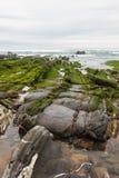 Ευθυγραμμισμένες πέτρες που πηγαίνουν στη θάλασσα, Ισπανία Στοκ Εικόνες