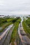 Ευθυγραμμισμένες πέτρες που πηγαίνουν στη θάλασσα, Ισπανία Στοκ Φωτογραφίες