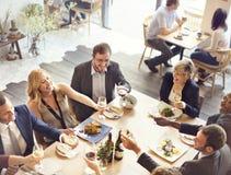 Ευθυμίες κόμματος επιχειρηματιών που απολαμβάνουν την έννοια τροφίμων Στοκ φωτογραφίες με δικαίωμα ελεύθερης χρήσης