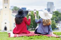 Ευθυμίες στην όμορφη μικρή ευρωπαϊκή πόλη Στοκ εικόνες με δικαίωμα ελεύθερης χρήσης