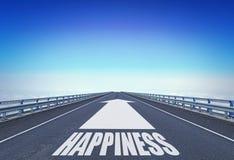 Ευθύς αυτοκινητόδρομος με μια μπροστινή ευτυχία βελών και κειμένων στοκ φωτογραφία