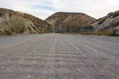 Ευθύς βρώμικος δρόμος στην έρημο στοκ εικόνες με δικαίωμα ελεύθερης χρήσης