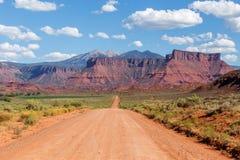 Ευθύς δρόμος στην κοιλάδα του Castle, Moab, Γιούτα Στοκ Εικόνες