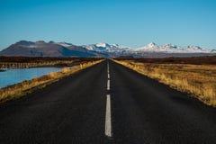 Ευθύς δρόμος εθνικών οδών Στοκ Φωτογραφίες