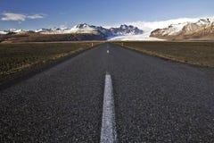Ευθύς δρόμος στον παγετώνα Skaftafell και Skaftafelljokull, Ισλανδία Στοκ Εικόνες