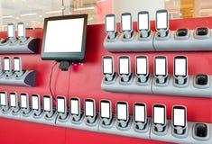 Ευκολία συσκευών των αγορών με την κενή επίδειξη στο κατάστημα στοκ φωτογραφίες