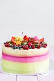 λευκό απομόνωσης καρπού κέικ Στοκ εικόνα με δικαίωμα ελεύθερης χρήσης
