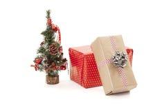 λευκό απομόνωσης δώρων Χριστουγέννων Στοκ Εικόνες