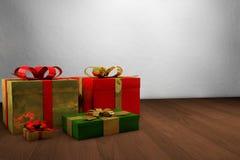 λευκό απομόνωσης δώρων Χριστουγέννων Στοκ φωτογραφίες με δικαίωμα ελεύθερης χρήσης