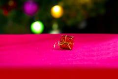 λευκό απομόνωσης δώρων Χριστουγέννων Στοκ Φωτογραφία