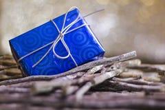 λευκό απομόνωσης δώρων Χριστουγέννων Στοκ Φωτογραφίες