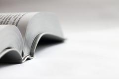 λευκό κινηματογραφήσεων σε πρώτο πλάνο βιβλίων ανασκόπησης Βίβλων Στοκ Φωτογραφία