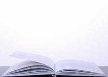 λευκό κινηματογραφήσεων σε πρώτο πλάνο βιβλίων ανασκόπησης στοκ φωτογραφία με δικαίωμα ελεύθερης χρήσης