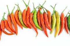 λευκό πιπεριών μονοπατιών αντικειμένων ψαλιδίσματος τσίλι ανασκόπησης στοκ εικόνα με δικαίωμα ελεύθερης χρήσης