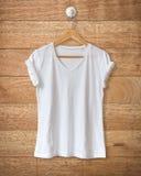 λευκό πουκάμισων τ Στοκ εικόνες με δικαίωμα ελεύθερης χρήσης