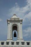 λευκό πύργων κουδουνιών Στοκ φωτογραφία με δικαίωμα ελεύθερης χρήσης