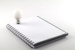 λευκό σημειώσεων βιβλίω& Στοκ φωτογραφία με δικαίωμα ελεύθερης χρήσης