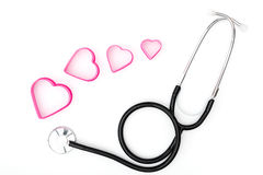 λευκό στηθοσκοπίων καρδιών ανασκόπησης Στοκ εικόνες με δικαίωμα ελεύθερης χρήσης