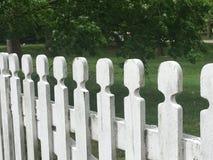 λευκό στύλων φραγών Στοκ εικόνες με δικαίωμα ελεύθερης χρήσης