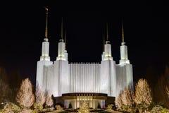 λευκό της Ουάσιγκτον σπιτιών γ δ Γ Ναός, η εκκλησία του Ιησούς Χριστού της τελευταίος-ημέρας Στοκ εικόνα με δικαίωμα ελεύθερης χρήσης