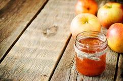 λευκό φωτογραφιών μαρμελάδας ανασκόπησης μήλων Στοκ εικόνα με δικαίωμα ελεύθερης χρήσης