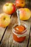 λευκό φωτογραφιών μαρμελάδας ανασκόπησης μήλων Στοκ εικόνες με δικαίωμα ελεύθερης χρήσης
