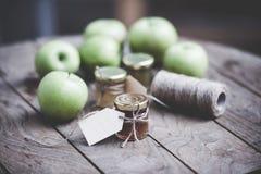 λευκό φωτογραφιών μαρμελάδας ανασκόπησης μήλων Στοκ Φωτογραφίες