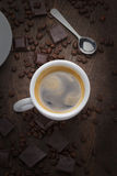 λευκό φλυτζανιών καφέ beans chocolate coffee Στοκ Εικόνες