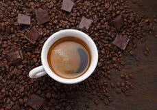 λευκό φλυτζανιών καφέ beans chocolate coffee Στοκ Εικόνα