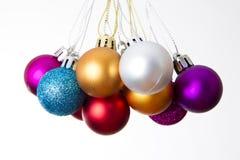 λευκό Χριστουγέννων σφα&i στοκ εικόνες