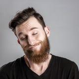 Ευμετάβλητος και λυπημένος νεαρός άνδρας που απομονώνεται στο γκρίζο backround Στοκ φωτογραφίες με δικαίωμα ελεύθερης χρήσης