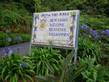 Ευπρόσδεκτο σημάδι για το Madeiran χωριό Στοκ Εικόνες