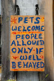 Ευπρόσδεκτο σημάδι κατοικίδιων ζώων Στοκ φωτογραφία με δικαίωμα ελεύθερης χρήσης