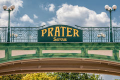 Ευπρόσδεκτο σημάδι στην είσοδο του δημόσιου πάρκου Prater στη Βιέννη Στοκ Εικόνες