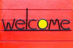 Ευπρόσδεκτο σημάδι στον ξύλινο τοίχο Στοκ Εικόνα