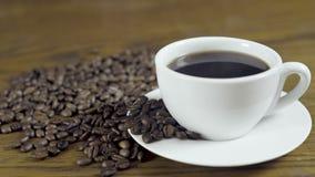 Ευρέως κλείστε επάνω το φλυτζάνι καφέ απόθεμα βίντεο