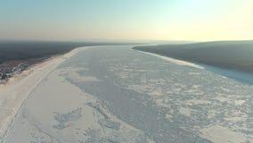 Ευρέως παγωμένος παγωμένος εναέριος πυροβολισμός ποταμών απόθεμα βίντεο