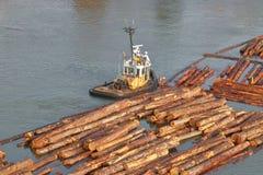 Ευρέως στη μεταφορά ακατέργαστη συνδέεται τον ποταμό Στοκ Εικόνες