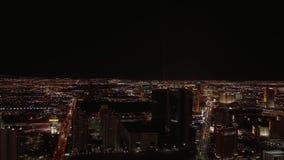 Ευρεία άποψη γωνίας πέρα από την πόλη του Λας Βέγκας τή νύχτα - ΗΠΑ 2017 απόθεμα βίντεο